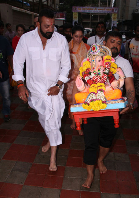 Sanjay-Dutt-Ganpati-visarjan